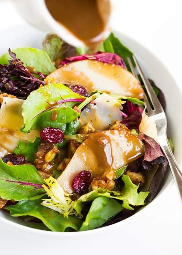 Салат з груші та шпинату для меню на Великдень