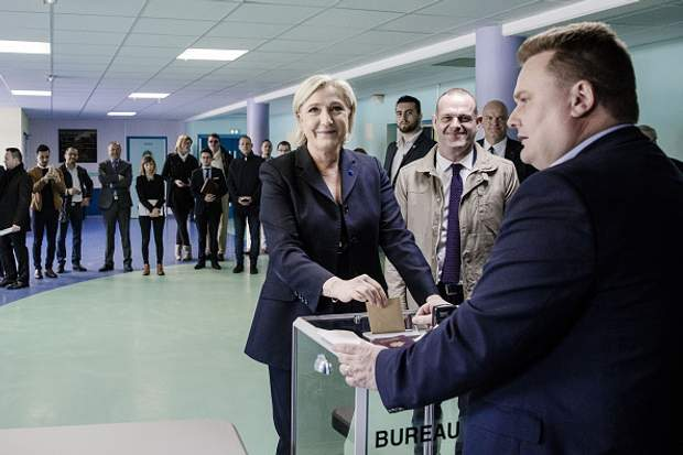 Марін Ле Пен проголосувала на виборах у Франції
