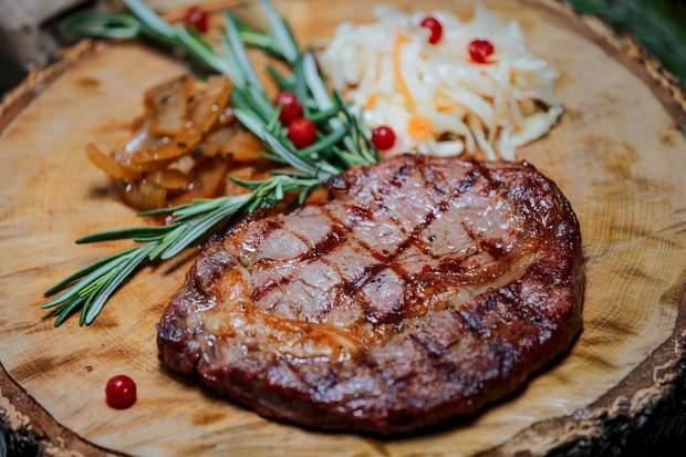Блюда на пикник: стейк на гриле