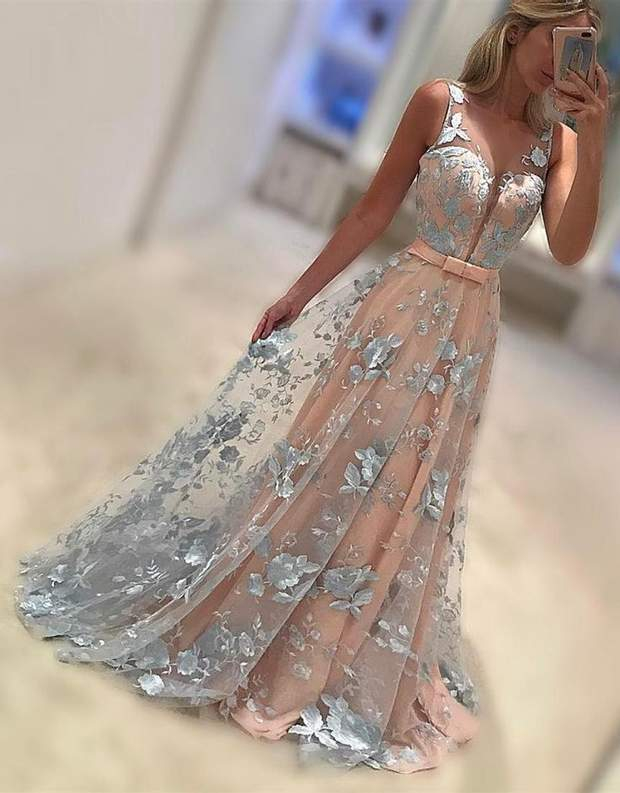 Випускна сукня із прозорої тканини