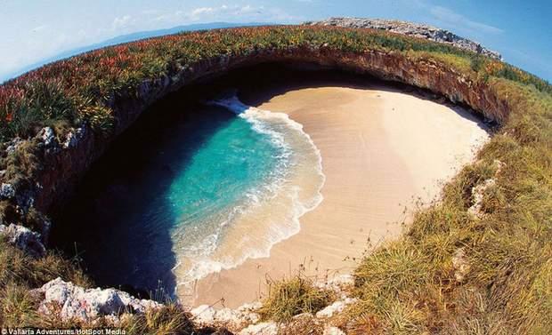 Збираємось у подорож: Пляж Кохання у Мексиці