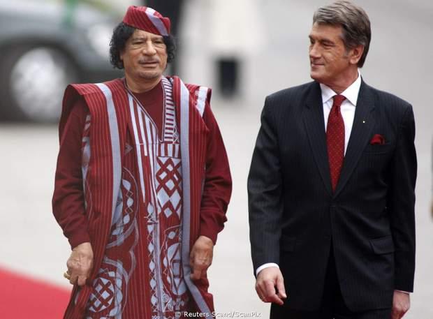 Ющенко нагородив Каддафі орденом  Богдана Хмельницького I ступеня