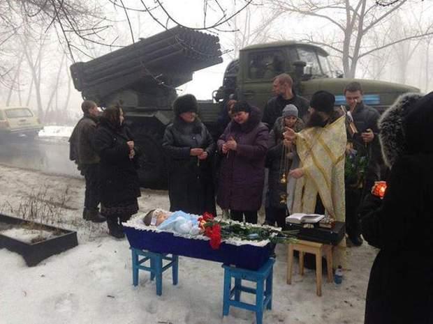 Як ховали дитину, яка померла від роботи російських військових