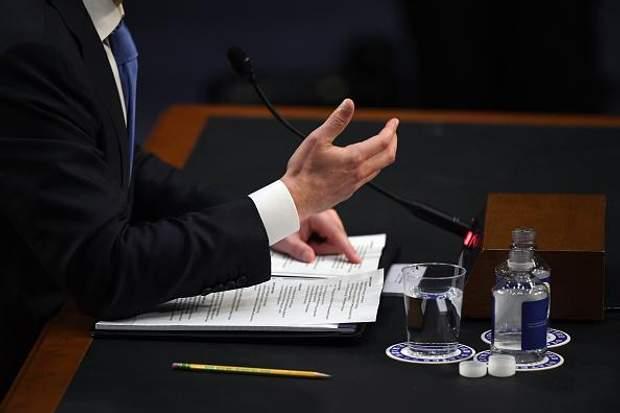 Цукерберг приніс на слухання у Сенат шпаргалку