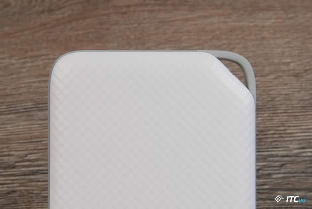Huawei AP08Q має зручне гумове вушко