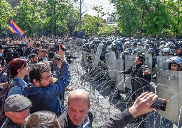 Єреван, протести, поліція, водомети