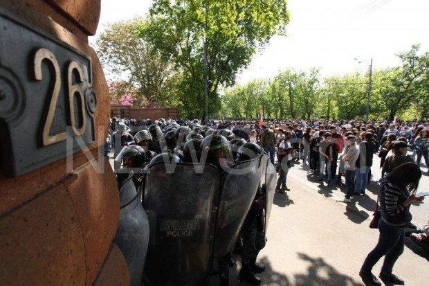 Протести в Єривані парламент