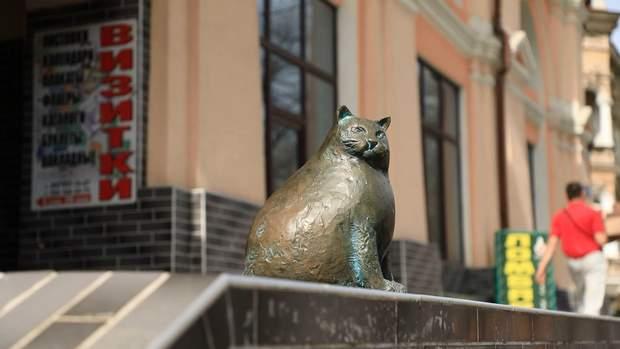 Скульптура кицьки Базаріни