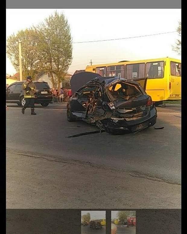 НаПрикарпатті зіткнулися маршрутка і легковик: дві людини загинули