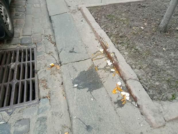 Автопробіг Порошенко Луценко закидали яйцями