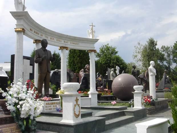 Байковий цвинтар у Києві вже недіє, але залишається дуже престижним