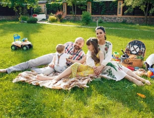 Сім'я Маші Єфросиніної на пікніку