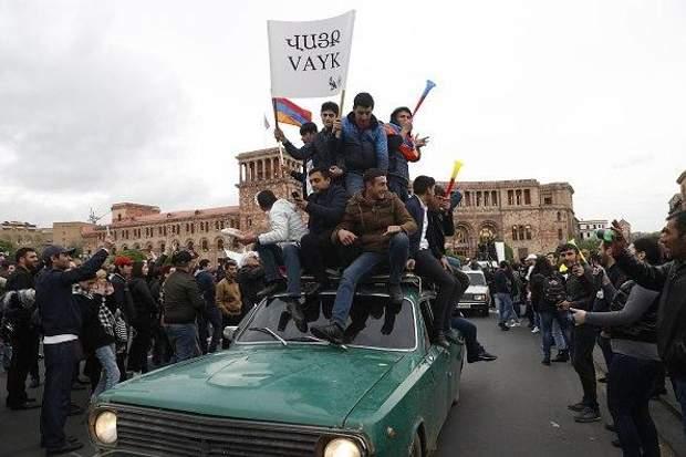 У Вірменії протести продовжилися навіть після відставки Саргсяна