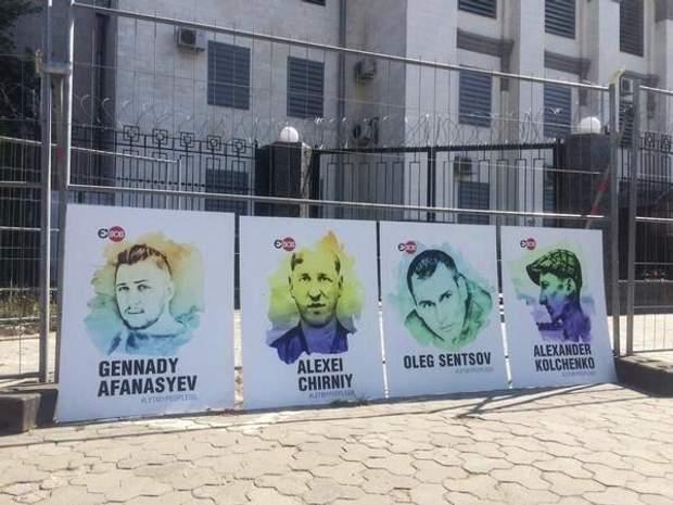 Пікет в підтримку бранцям Кремля біля посольства РФ в Києві