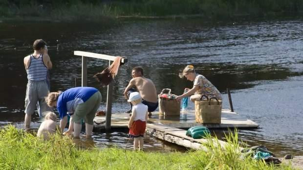 Полоскання білизни у річці