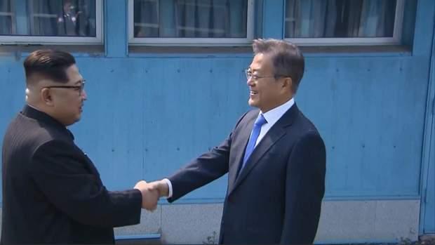 Лідери Північної та Південної Корей Кім Чен Ин і Мун Чже Ін