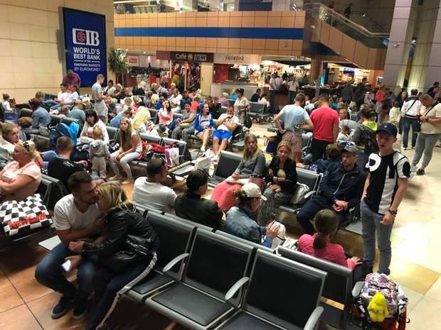 Українські туристи понад добу не можуть вилетіти із аеропорту Шарм-Ель-Шейха