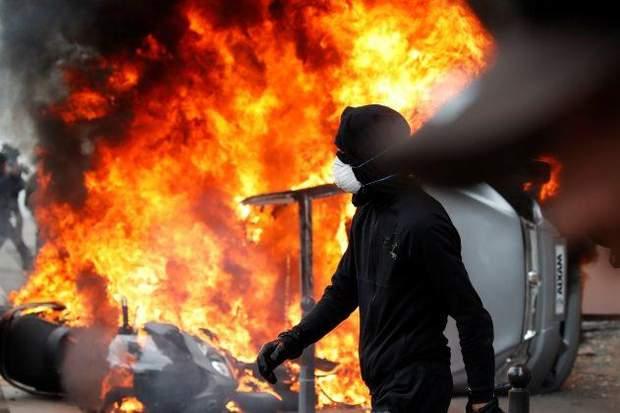у Парижі відбулися сутички демонстрантів-анархістів із поліцією