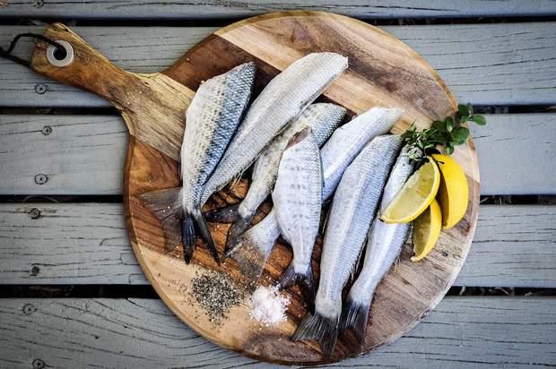 Хоча б двічі на тиждень їжте рибу