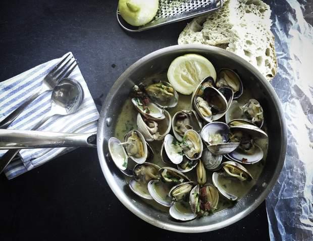 Вітамін В12 можна знайти у морепродуктах