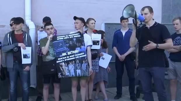 Активісти прийшли до стін управління поліції в Києві