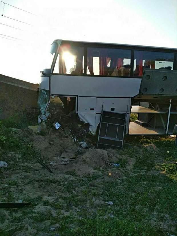 автобус із українськими туристами в Румунії потрапив у ДТП