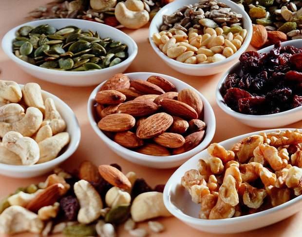 Горіхи, авокадо, фрукти та бобові – чудовий замінник шоколаду