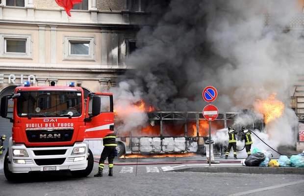 Палання автобуса в центрі Риму