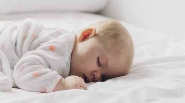 Лікарі не радять спати на животі, адже хребет перебуває без опори