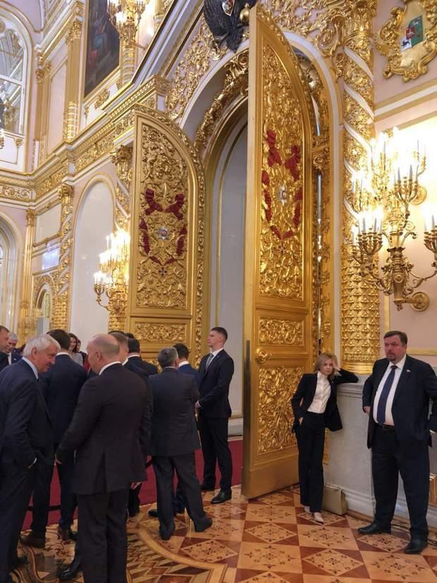 В кулуарах інавгурації Путіна тинялася сумновідома Наталя Поклонська