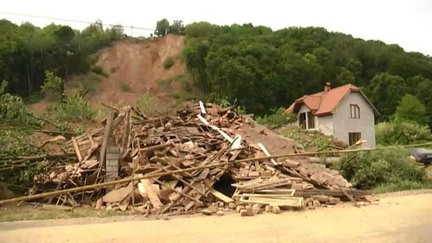 Пошкоджено будинки внаслідок зсуву ґрунту на Закарпатті