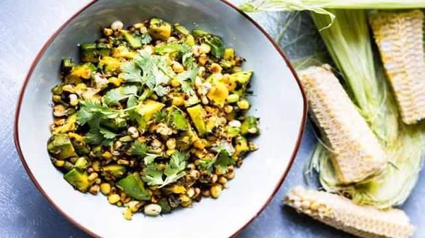 Чим корисна кукурудза і кому її не можна їсти