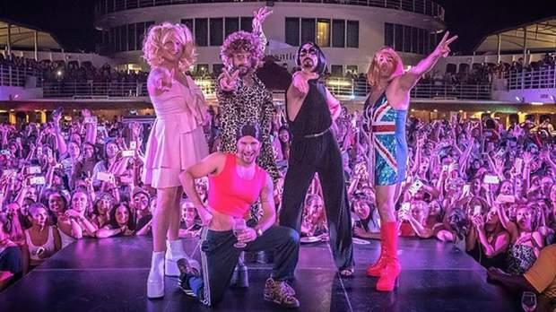 Гурт Backstreet Boys приміряв жіночі образи