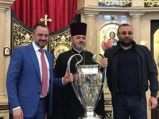 Павелко віддав Кубок Ліги чемпіонів своїй донці