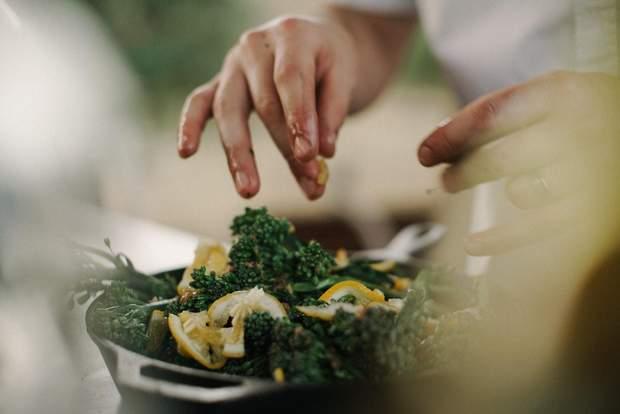 Зелень втрачає 90% вітамінів при термічній обробці, краще споживайте її свіжою