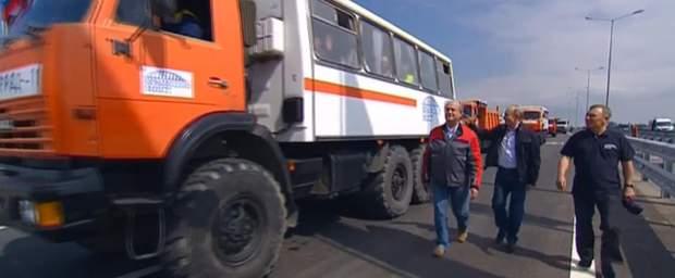 Путін на камазі проїхав по Кримського мосту ФОТО