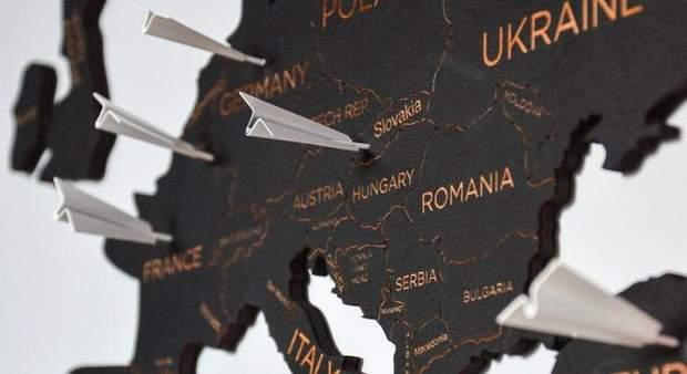 До мапи додаються аксесуари: літаки, кораблі та компас