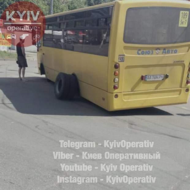у київської маршрутки на ходу відпали колеса