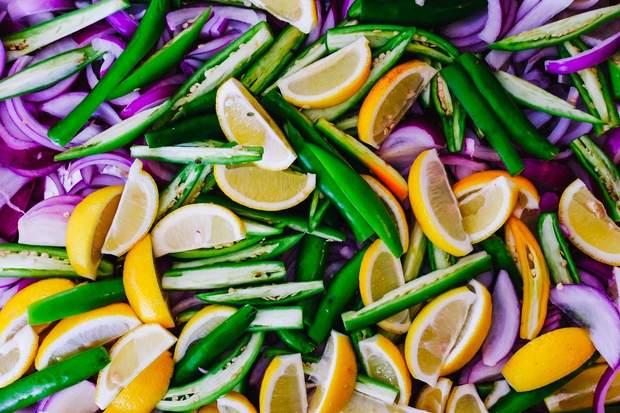 У сирих овочах та фруктах зберігається більше вітамінів