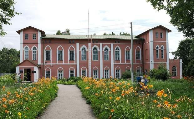 Маєток графа Підгорічані, в якому розташовано Пархомівський історико-художній музей імені П. Ф. Луньова