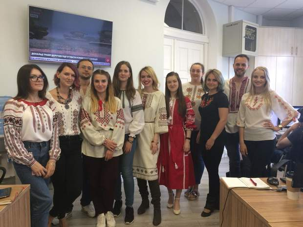 День вишиванки, Україна, 24 канал, сайт 24, свято, вишиванка