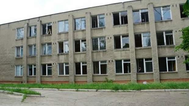Наслідки обстрілу школи у Світлодарську