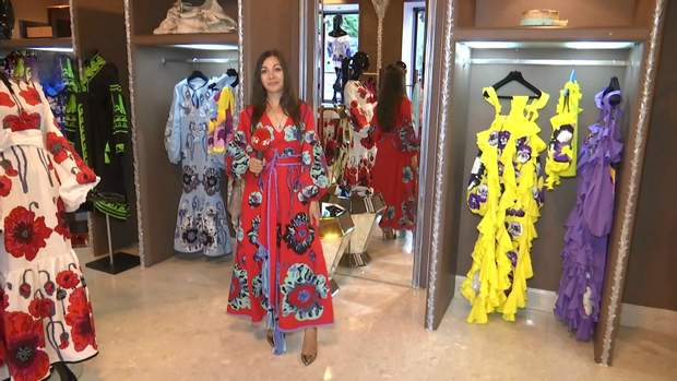 Журналістка 24 Каналу приміряла сукню дизайнерки