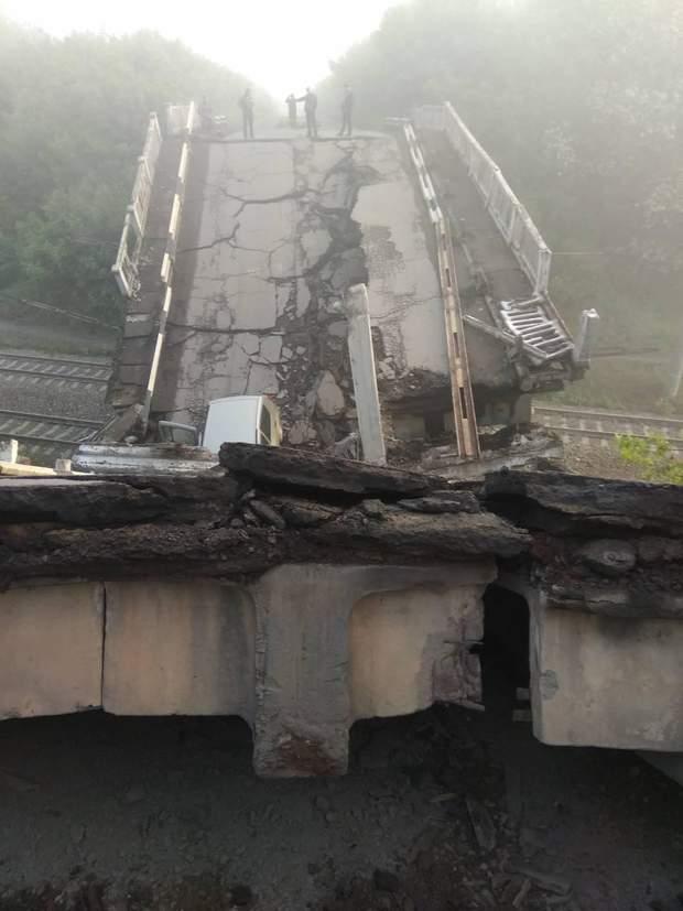 Боевики на Луганщине взорвали мост между Хрустальным и Луганском: опубликованы шокирующие фото (1)