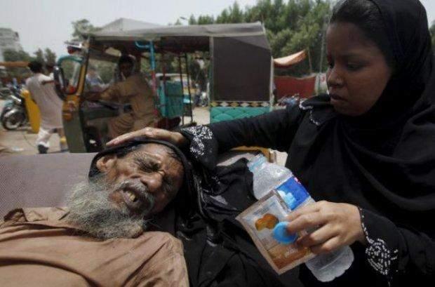 Постраждалі через спеку в Пакистані