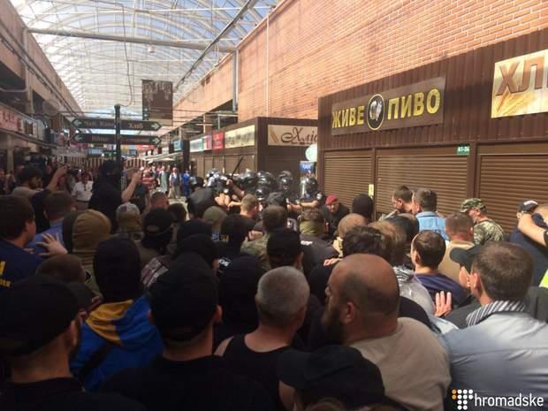 С14 Київ кіоски ринок сутички поліція