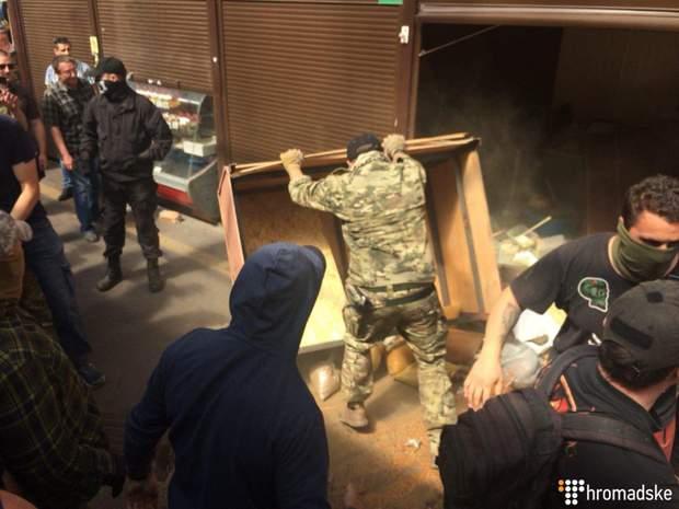 Погром сутички Київ С14 поліція ринок кіоски
