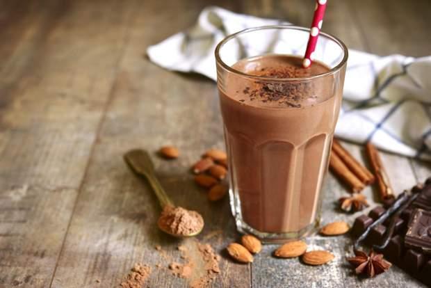 Шоколадно-молочний коктейль