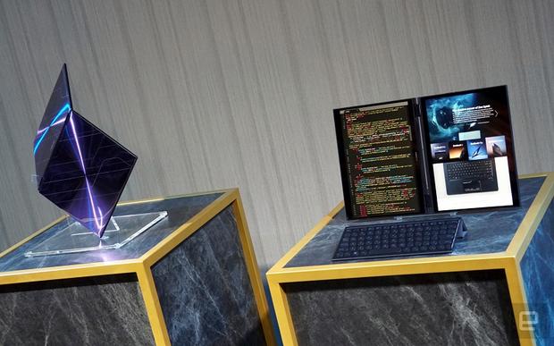 Project Precog з двома сенсорними дисплеями