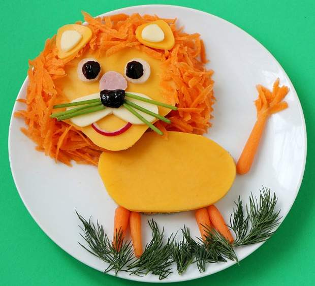 Відволікайте увагу дитини від грудей смачною їжею